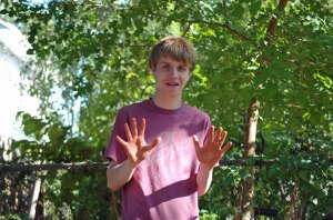 kyle-red-hands